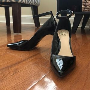 NEVER WORN Vince Camuto pumps!